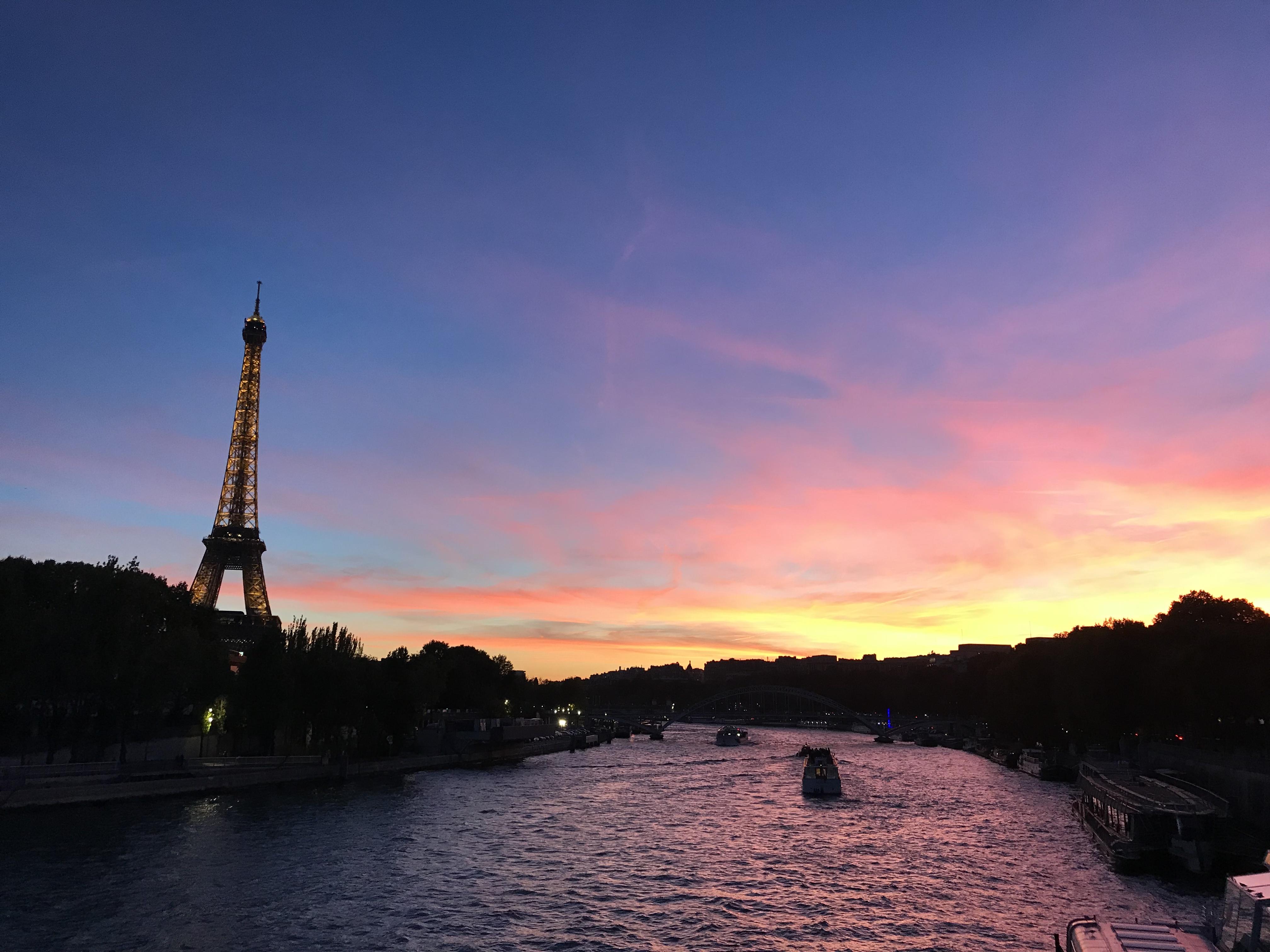 Zonsondergang bij de Eiffeltoren